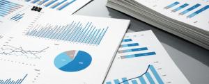 Der Umsatz eines Geschäftes erhöhte sich im ersten Jahr um 8 %, im zweiten Jahr ging er um 5 % zurück und stieg im dritten Jahr um 6 2/3  % auf 492 480 €. (Grafik A220801 im Aufgabensatz 8 Blatt 2/2 Fortgeschritten zum Grundwert in der Prozentrechnung/© by www.fit-in-mathe-online.de)