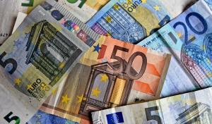 Ein Anfangskapital von 20 000 € wird im 1. Jahr mit 3,75 % verzinst. Am Ende des 2. Jahres werden 871,50 € gutgeschrieben. (Kapitalentwicklung mit Zinseszinsen Aufgabenblatt 2/2 Bild A220601 / © by Fit-in-Mathe-Online.de)